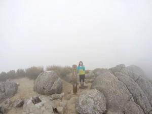 山頂に近付くにつれてどんどん景色は真っ白に(苦笑)一緒に登ったMちゃん。