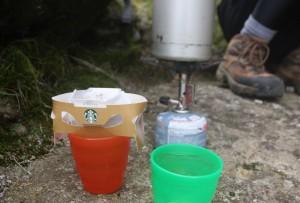 永田岳の方へ少し降りるとある岩陰でコーヒータイム☆
