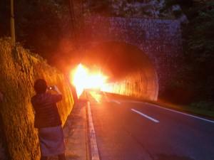 一湊トンネルと重なる夕日☆輝きすぎていてまるでトンネル内が燃えているようでした♪ 11.19