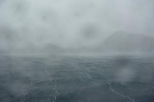 3ダイブ目前の大雨&陸からの強風ー!風で飛ばされてくる雨粒が顔に当たってイタイ・・・(笑)ゲストさんご提供