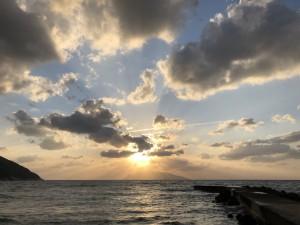 風が強すぎて夕陽まで待てなかったけど、きれいな空でした!