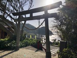 途中、吉田地区にある神社