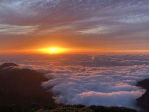 永田岳山頂からの夕陽。