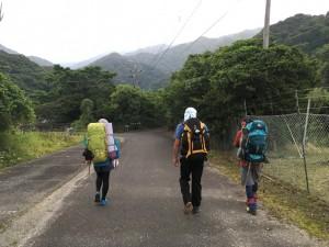自宅→公民館→前浜→永田嶽神社→登山口までとことこ歩きます。