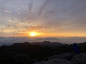 永田岳山頂からの朝陽。