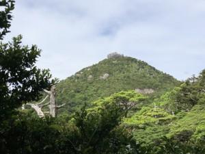 とうふ岩(高盤岳:1711m)。