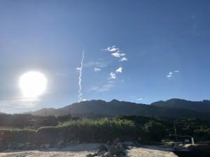 山の向こうからロケット打ち上げの軌跡がしっかり見えましたー!(朝7時)