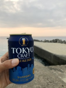 お祝いビール♪いつもの堤防で!