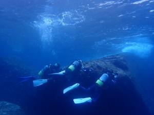 シシマイギンポの撮影風景。安全停止後の水深2-3m。