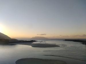 いつもの堤防も訪問者なく、粛々と日没の時間が過ぎていきます。
