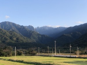 寒波により雪の積もった永田岳山頂。