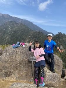 ピークを1つ越えた先に、モッチョム岳山頂!